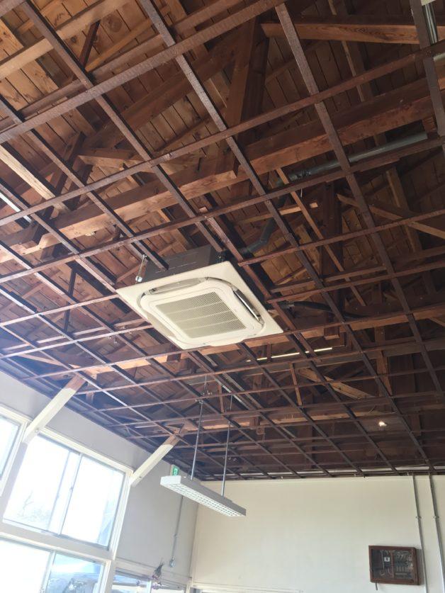シラハマ校舎のレストランの天井の画像